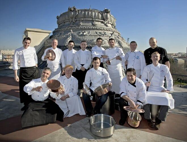 Los 14 chefs participantes en el concurso, en lo más alto del Hotel Westin Palace