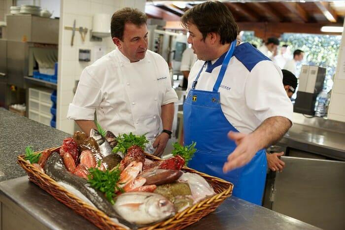 Para Martín, la asignatura pendiente de los grandes cocineros es acercarse a los domicilios y saber qué se da de comer por 10 , 15 ó 20 euros