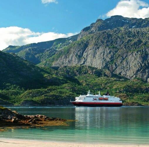 Hurtigruten ofrece propuestas variadas para disfrutar de los paisajes y la cultura de Noruega