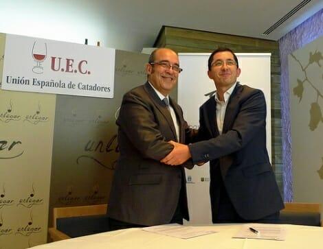 Joxe Mari Aizega, director de la Fundación Basque Culinary Center y Fernando Gurucharri, presidente de la UEC, sellaron el acuerdo en Madrid