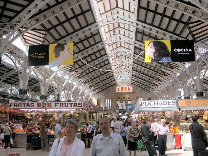 En el caso de Valencia, la acción se completa con un spaghetti gigante que une dos grandes carteles de Canal Cocina
