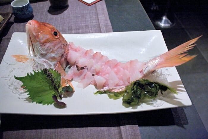 Sashimi de salmonete con salsa Ponzi