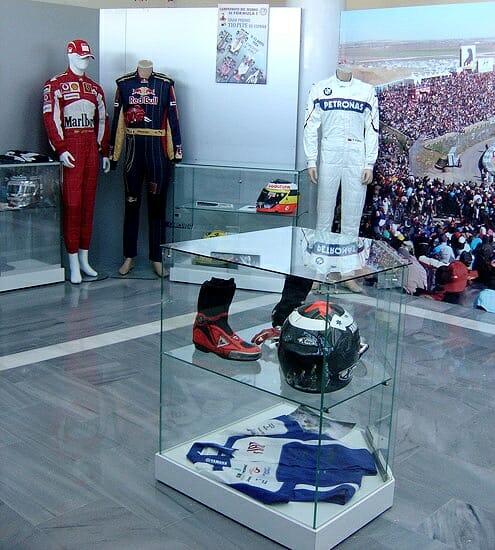 Cuando no hay competición, en el circuito de Jerez se puede visitar el recién inaugurado Museo La Exposición del Motor