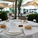 Su agradable terraza abierta es una razón más para acudir al Mesón de Fuencarral