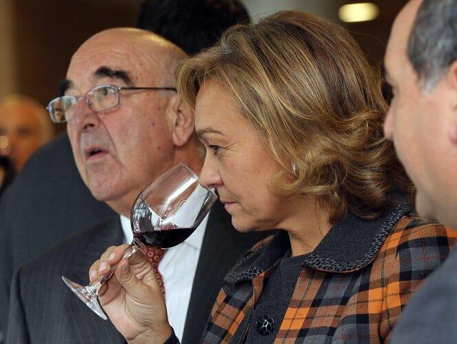Juan Bautista Orusco, presidente D.O. Vinos de Madrid y Ana Isabel Mariño, consejera de Medio Ambiente, Vivienda y Ordenación del Territorio