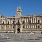 El Parador Hostal de San Marcos, del siglo XVI, es otro de los lugares de León que merece la pena conocer