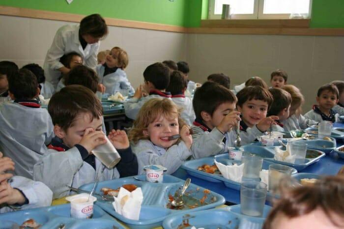 El comedor se ha convertido en un lugar donde aprender a convivir y conocer valores y hábitos alimenticios