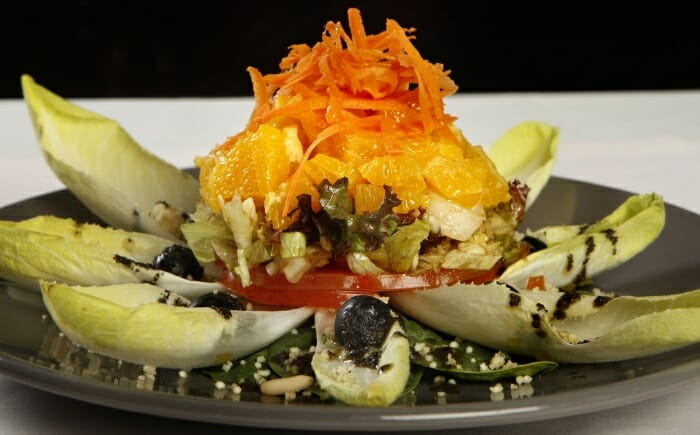Ensalada de naranja con espinacas y endibias