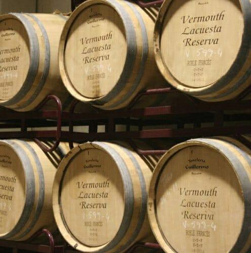 Destacables en Martínez Lacuesta son sus vermouths, que elaboran desde 1937 con la mezcla de hasta 24 plantas y hierbas aromáticas