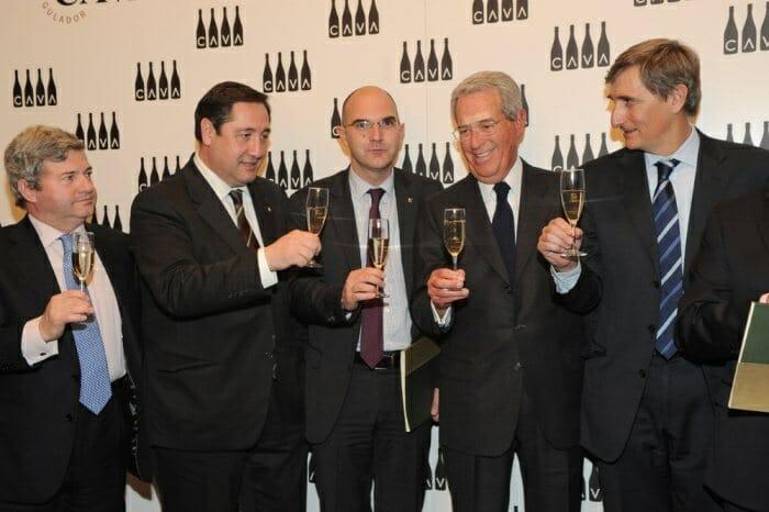 Brindis con cava durante la presentación de sus resultados de ventas el pasado año 2011