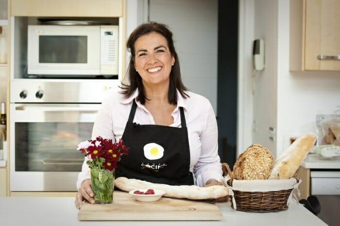 Eva Celada, escritora, periodista y gastrónoma, además de directora de Con Mucha Gula, conducirá este nuevo espacio de Canal Cocina