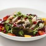 Materia Prima ofrece, además, platos en carta como ensaladas