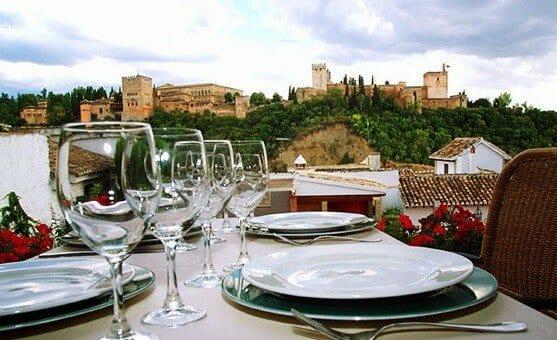 Vistas de la Alhambra desde el restaurante Aben Humeya, en Granada
