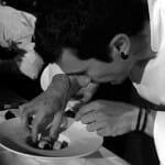 El chef Eneko Atxa durante su proceso de creación