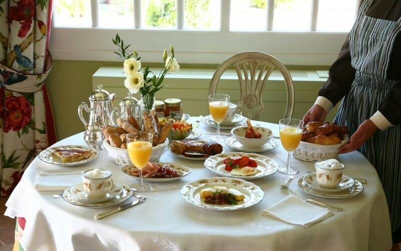El hotel mar a cristina en san sebasti n tiene el mejor - Mesas de desayuno ...